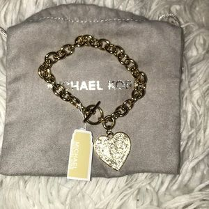 🔥Micheal Kors heritage heart bracelet 🔥🔥🔥🔥